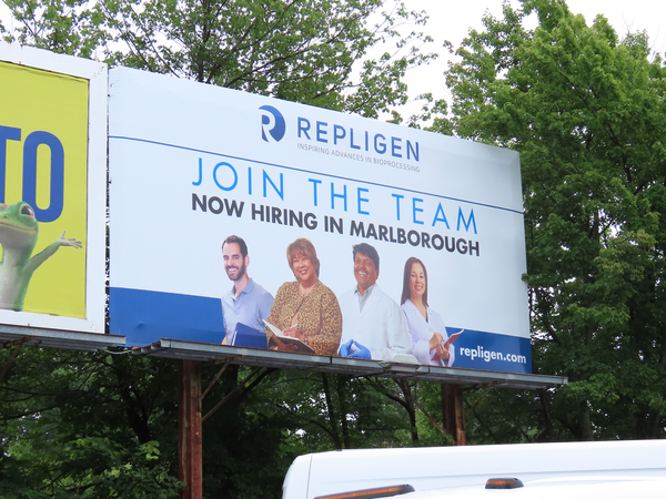 "Recruiting for high-quality employees using Billboard Advertising – a ""winning"" strategy"